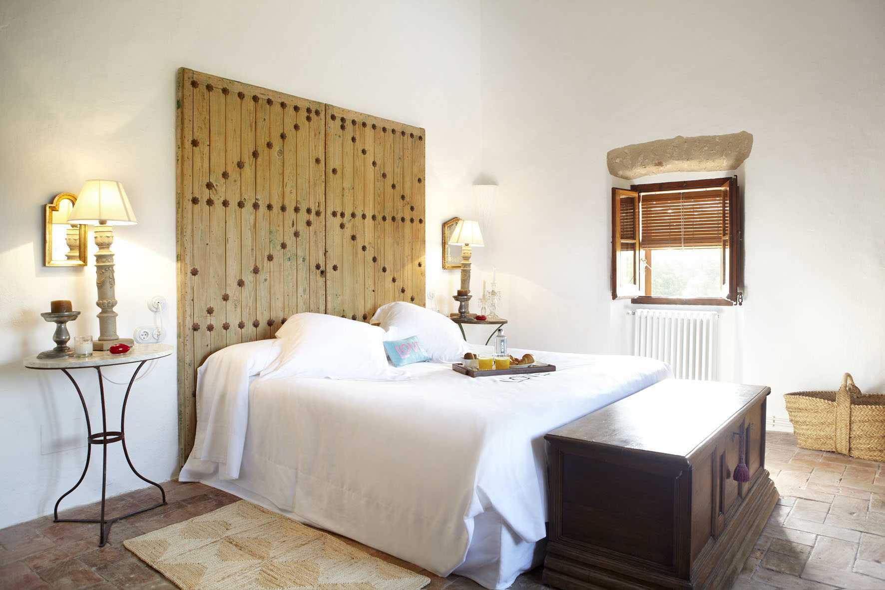 rustic room decoration hotel Can Casi