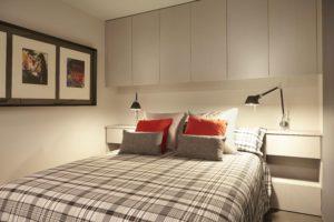 interiorismo dormitorio con cabecero iluminado
